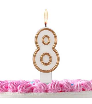 Свеча цифра 8 золотой контур