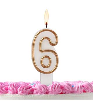 Свеча цифра 4 золотой контур