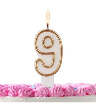Свеча цифра 9 золотой контур
