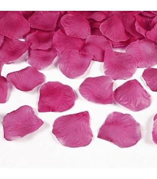 Пелюстки троянд рожеві