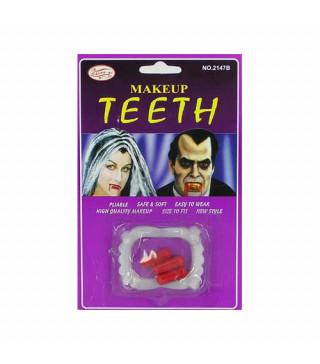 Зубы вампира и капсулы с кровью
